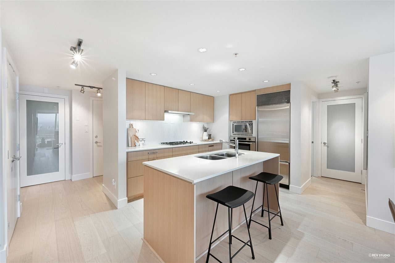 701 1675 W 8TH AVENUE - Fairview VW Apartment/Condo for sale, 2 Bedrooms (R2530414)
