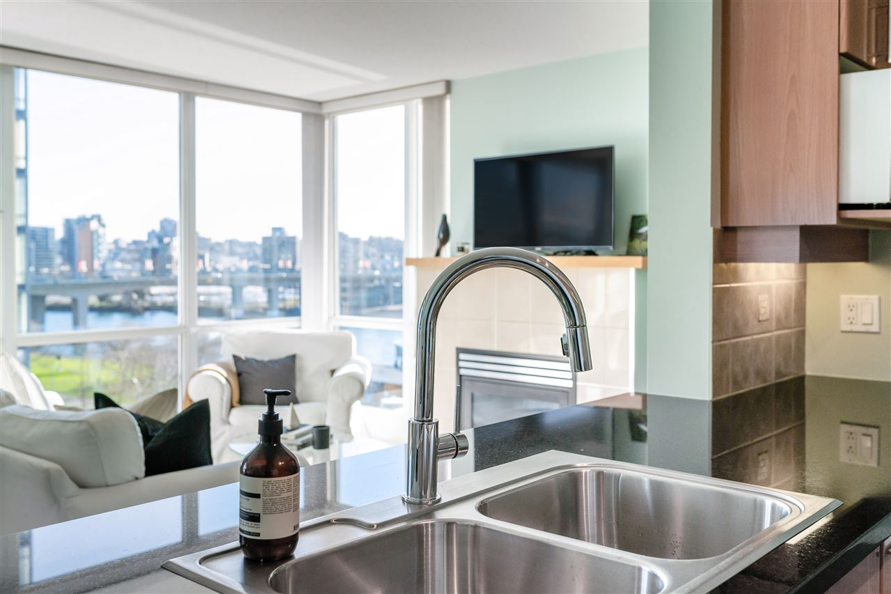801 1077 MARINASIDE CRESCENT - Yaletown Apartment/Condo for sale, 1 Bedroom (R2530851) - #1