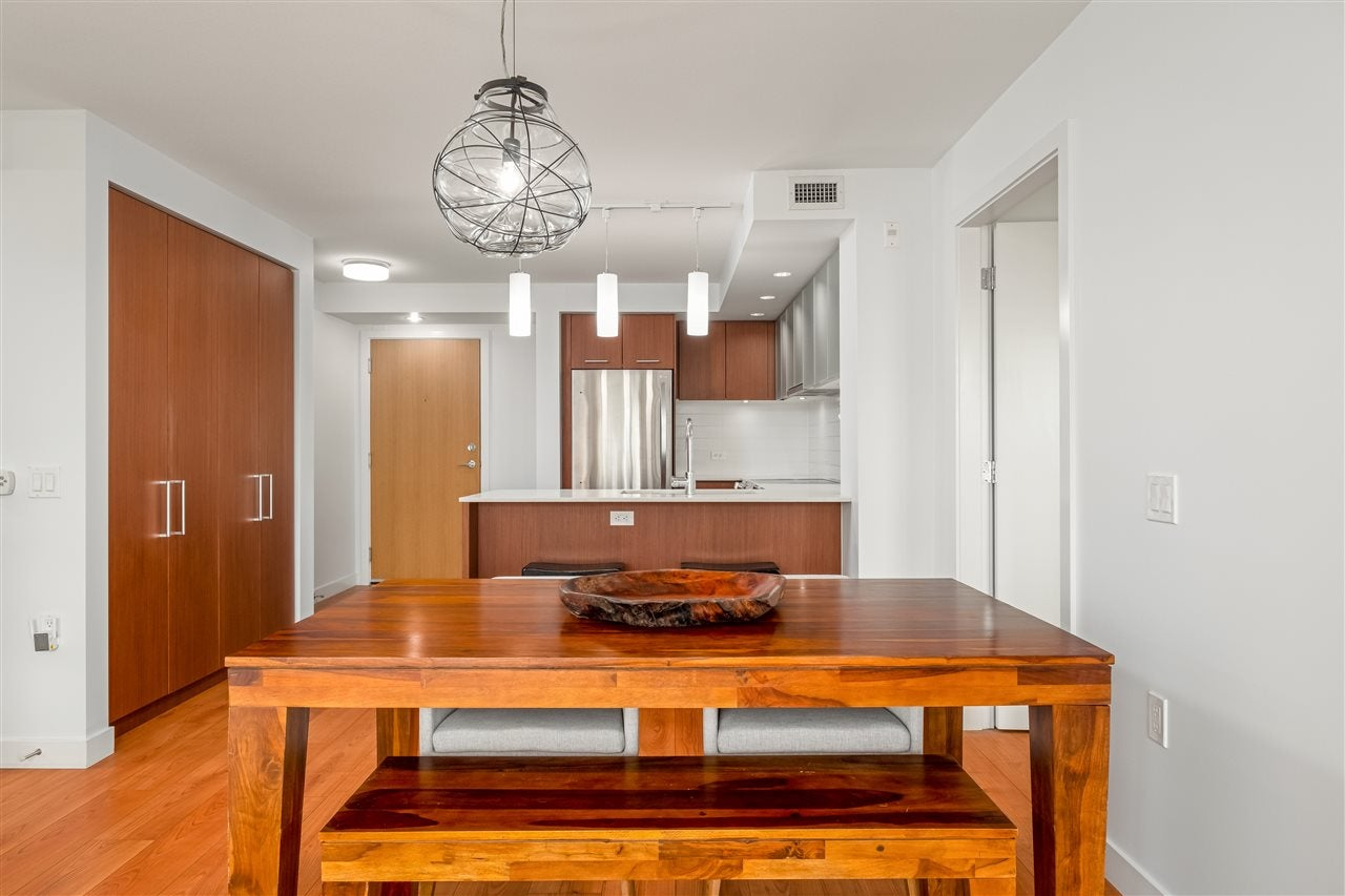 101 221 E 3RD STREET - Lower Lonsdale Apartment/Condo for sale, 2 Bedrooms (R2531344)