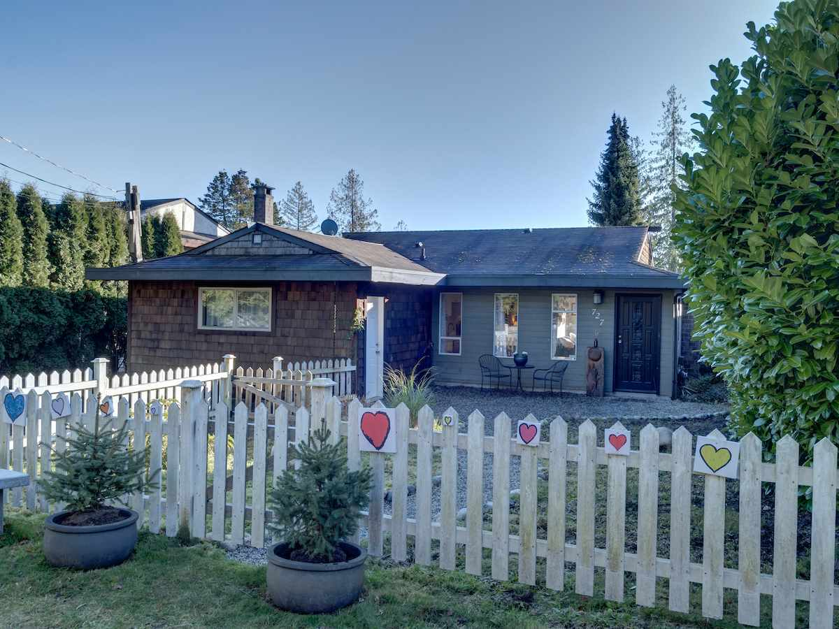 727 TRICKLEBROOK WAY - Gibsons & Area House/Single Family for sale, 3 Bedrooms (R2531568)