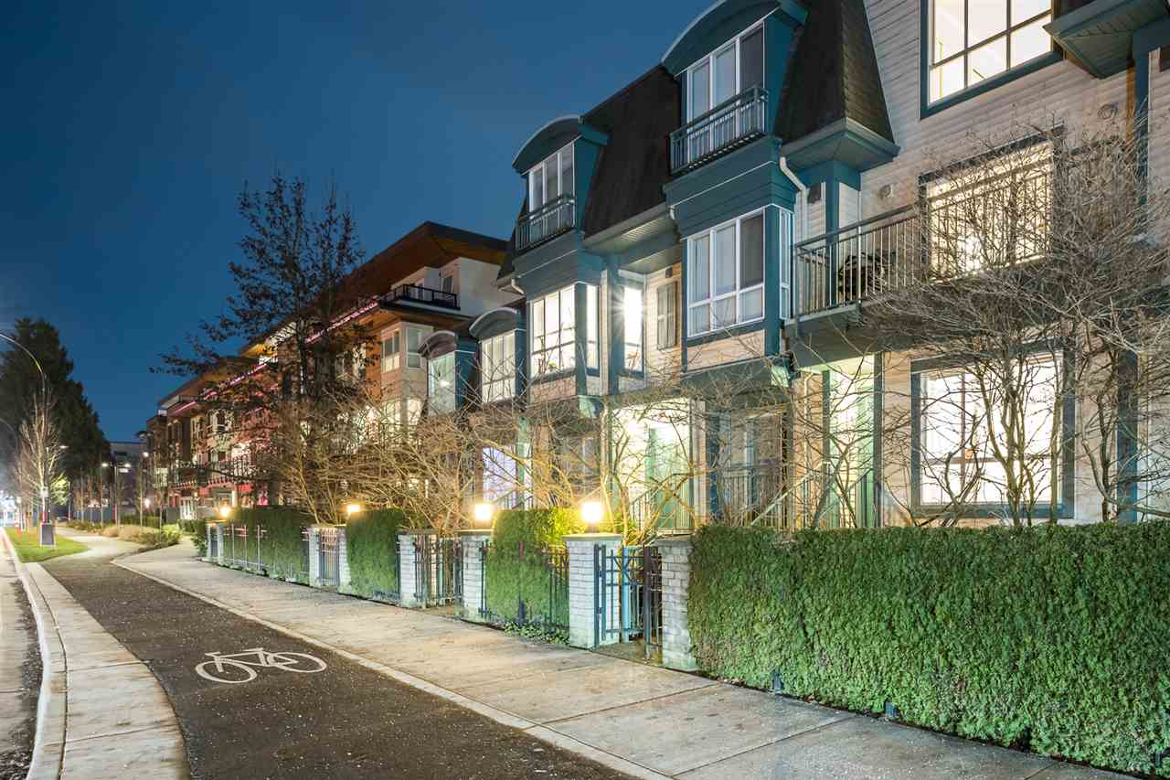 25 288 ST. DAVIDS AVENUE - Lower Lonsdale Townhouse for sale, 2 Bedrooms (R2532595) - #1