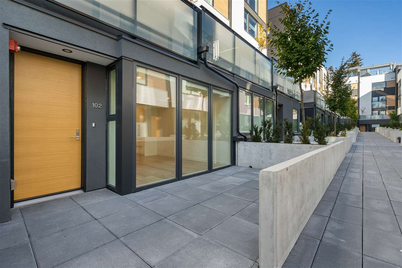 102 649 E 3RD STREET - Lower Lonsdale Townhouse for sale, 2 Bedrooms (R2537967)