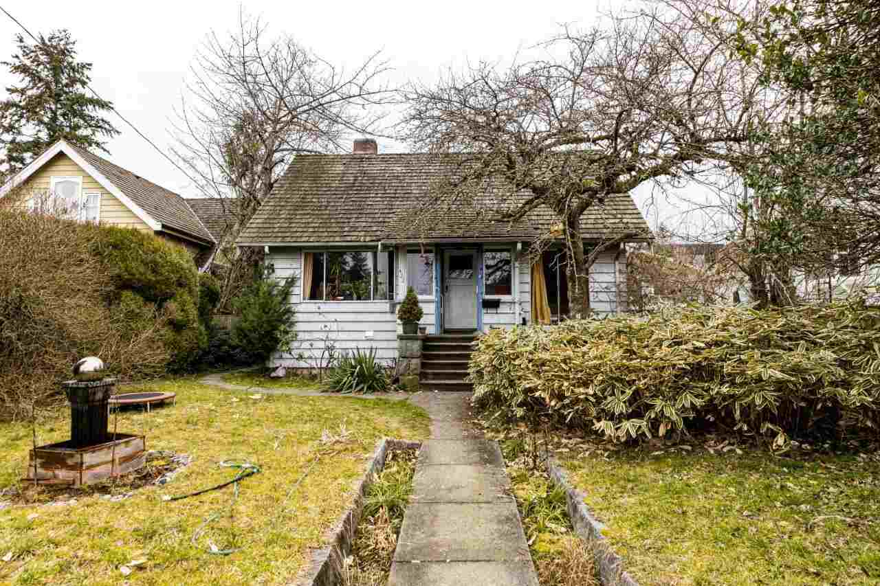 422 E 5TH STREET - Lower Lonsdale House/Single Family for sale, 6 Bedrooms (R2540139) - #1