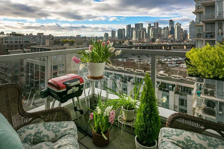1001 1887 CROWE STREET - False Creek Apartment/Condo for sale, 2 Bedrooms (R2540365)