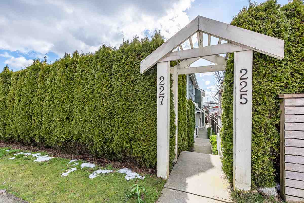 225 E 18TH STREET - Central Lonsdale 1/2 Duplex for sale, 3 Bedrooms (R2541509) - #1