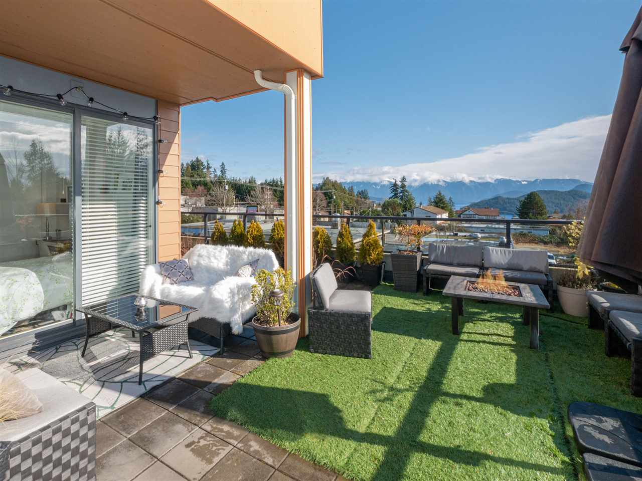 210 210 875 GIBSONS WAY - Gibsons & Area Apartment/Condo for sale, 2 Bedrooms (R2542139) - #1