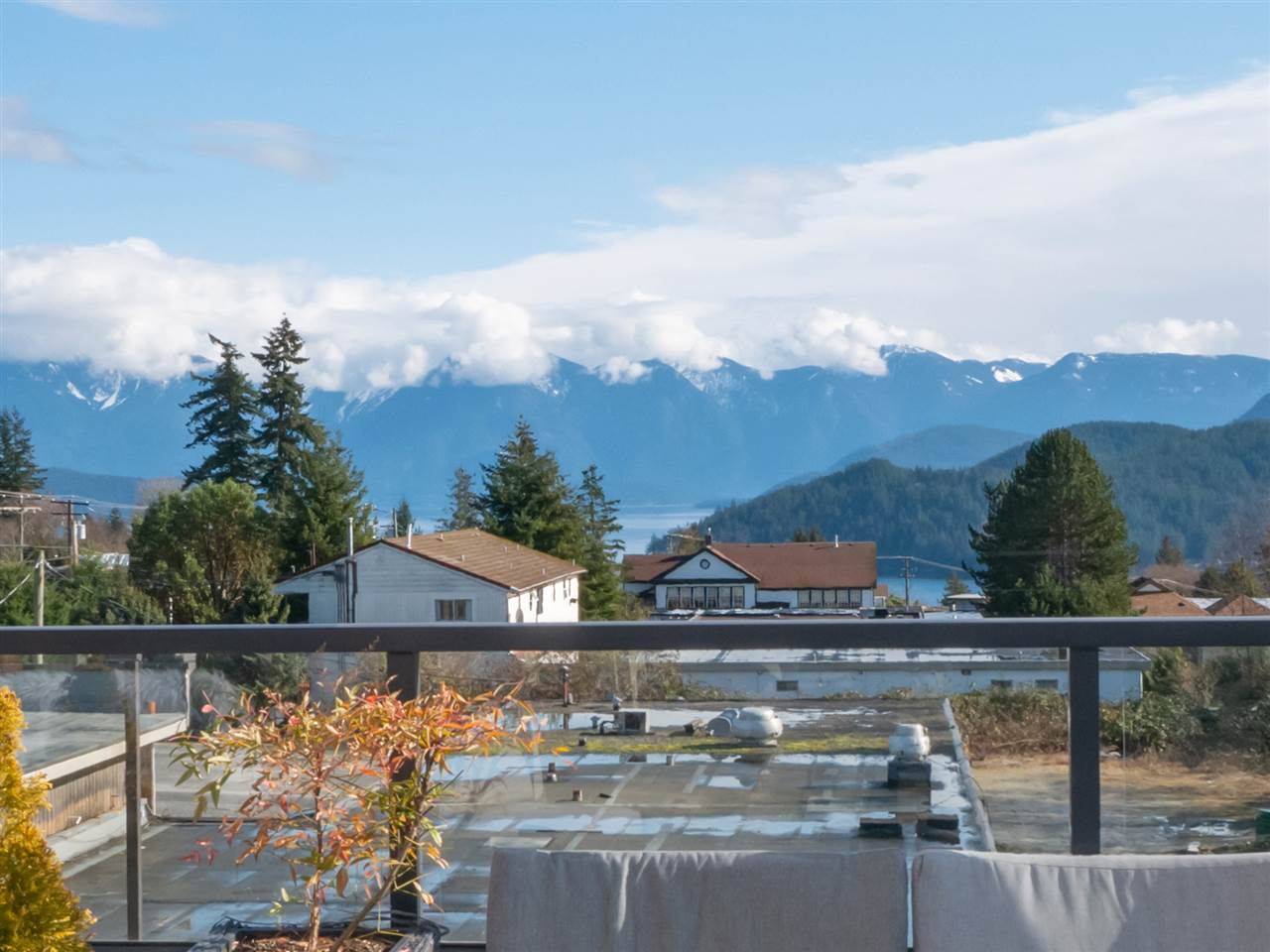 210 875 GIBSONS WAY - Gibsons & Area Apartment/Condo for sale, 2 Bedrooms (R2542139) - #2