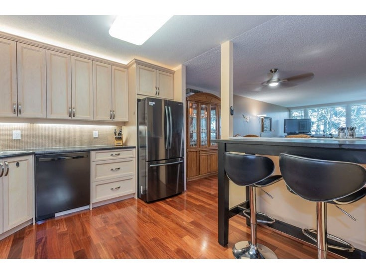304 1442 FOSTER STREET - White Rock Apartment/Condo for sale, 2 Bedrooms (R2542251)