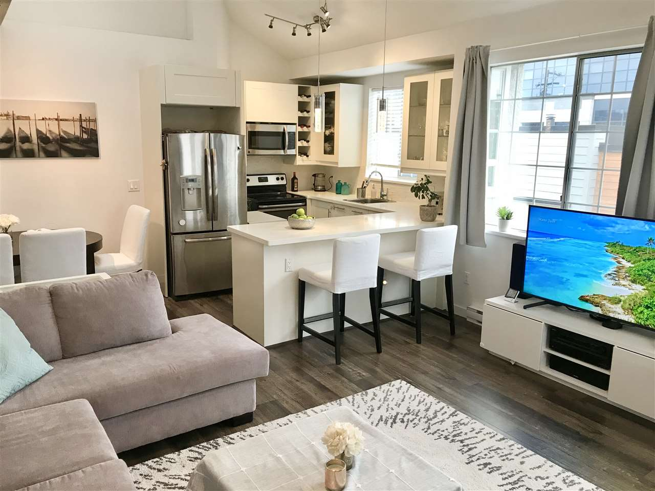 310 125 W 18TH STREET - Central Lonsdale Apartment/Condo for sale, 2 Bedrooms (R2544674) - #1