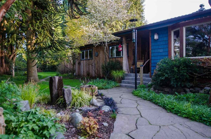5215 FERRY ROAD - Neilsen Grove House/Single Family for sale, 3 Bedrooms (R2545669)