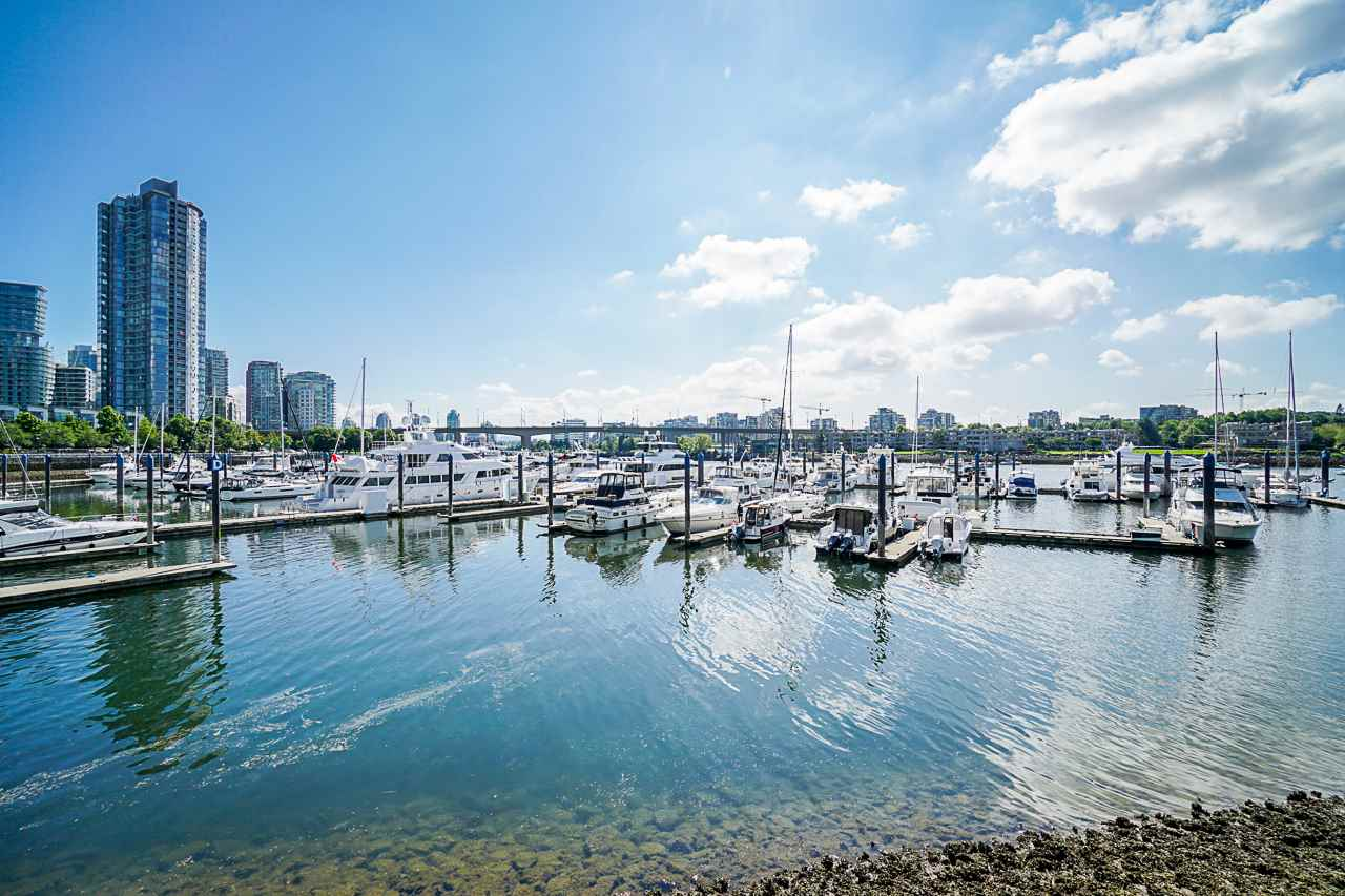119 1228 MARINASIDE CRESCENT - Yaletown Townhouse for sale, 3 Bedrooms (R2546617) - #1