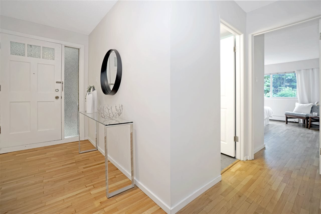701 555 W 28TH STREET - Upper Lonsdale Apartment/Condo for sale, 2 Bedrooms (R2549532) - #18