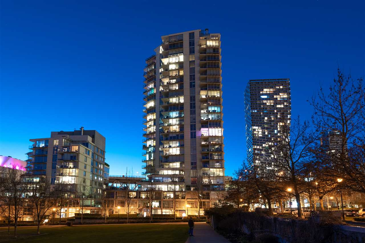 2203 638 BEACH CRESCENT - Yaletown Apartment/Condo for sale, 3 Bedrooms (R2555981) - #1
