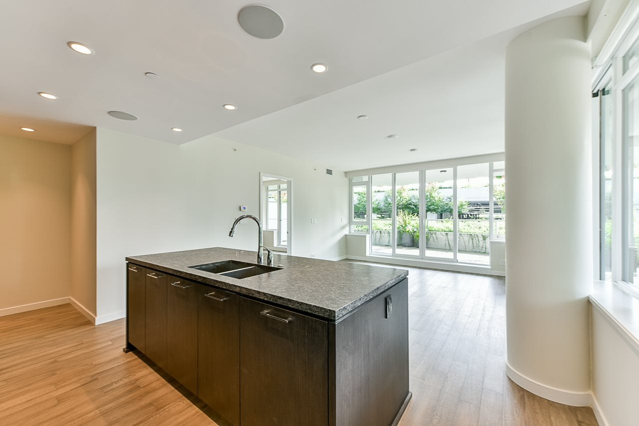 203 788 ARTHUR ERICKSON PLACE - Park Royal Apartment/Condo for sale, 2 Bedrooms (R2556551) - #2