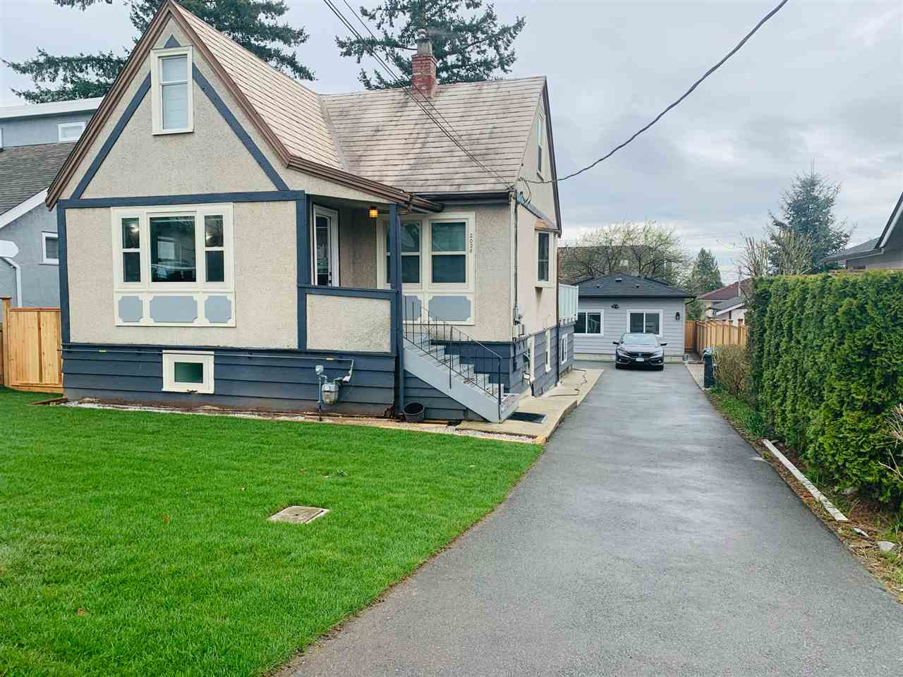 2028 LONDON STREET - Connaught Heights House/Single Family for sale, 6 Bedrooms (R2556719) - #1