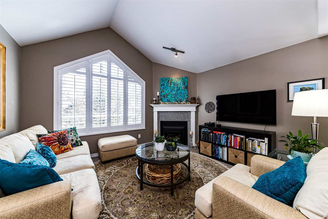 303 1133 E 29TH STREET - Lynn Valley Apartment/Condo for sale, 2 Bedrooms (R2559109) - #1