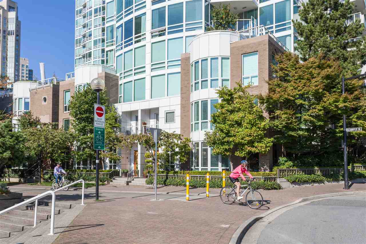 2504 1455 HOWE STREET - Yaletown Apartment/Condo for sale, 2 Bedrooms (R2560069) - #33