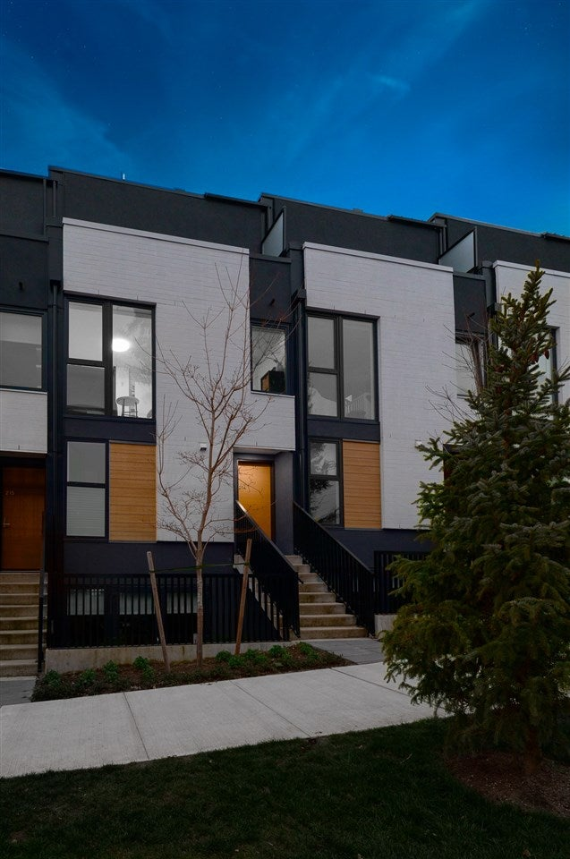 214 649 E 3RD STREET - Lower Lonsdale Townhouse for sale, 2 Bedrooms (R2560412) - #1