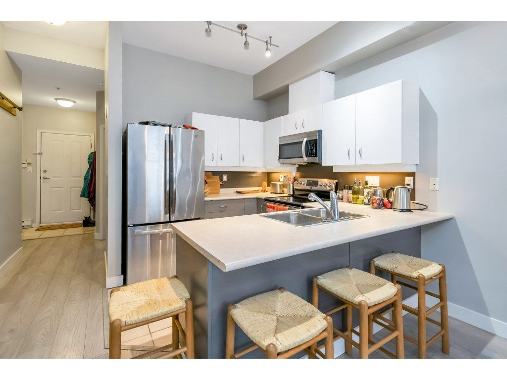 111 108 W ESPLANADE - Lower Lonsdale Apartment/Condo for sale, 2 Bedrooms (R2560647) - #2