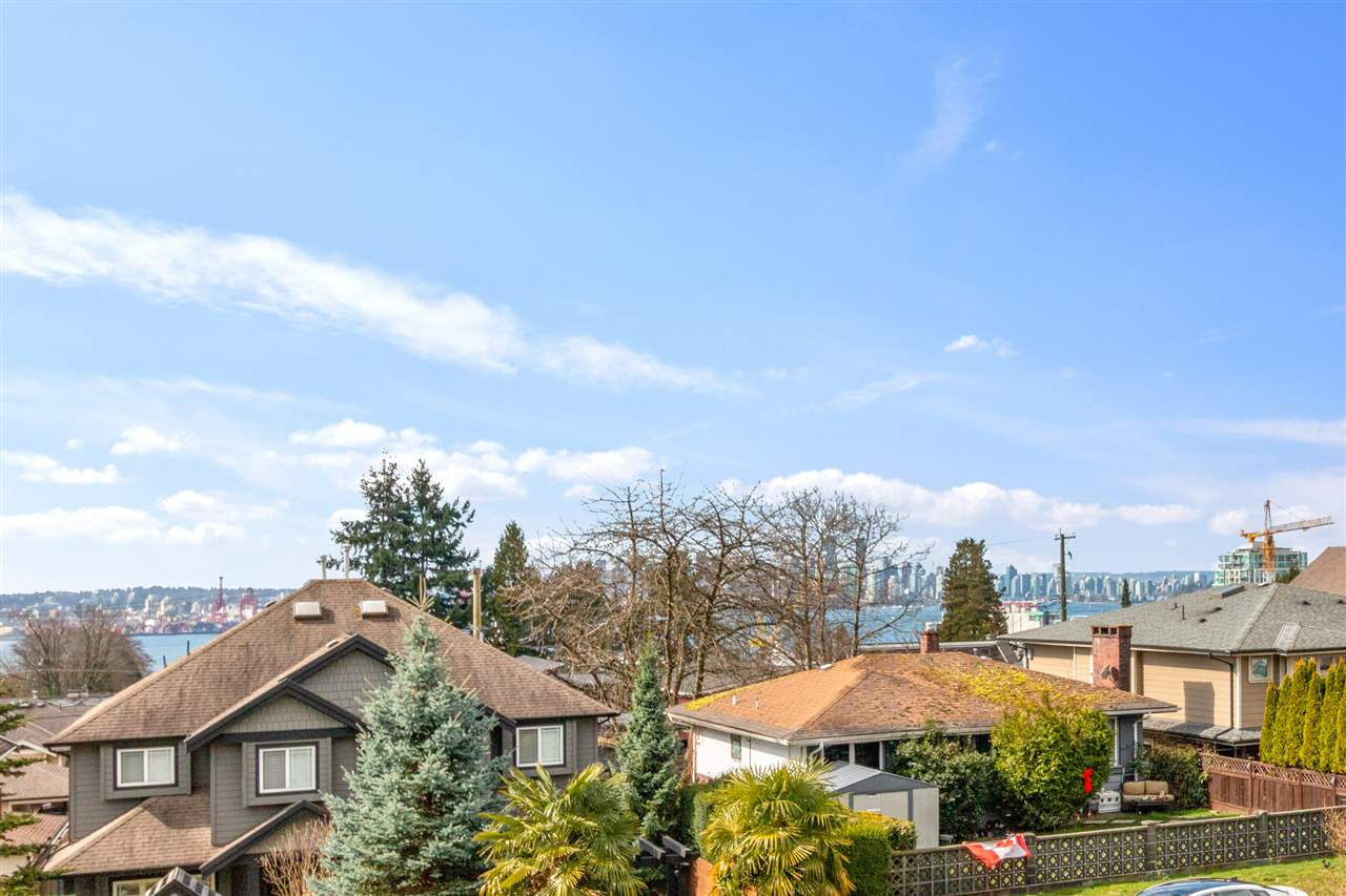 322 E 5TH STREET - Lower Lonsdale 1/2 Duplex for sale, 4 Bedrooms (R2560773) - #20