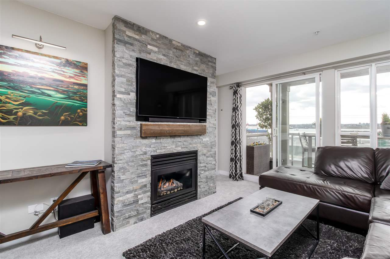210 333 E 1ST STREET - Lower Lonsdale Apartment/Condo for sale, 1 Bedroom (R2561394) - #1