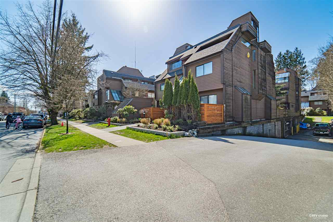 3347 MOUNTAIN HIGHWAY - Lynn Valley Townhouse for sale, 2 Bedrooms (R2562390) - #1