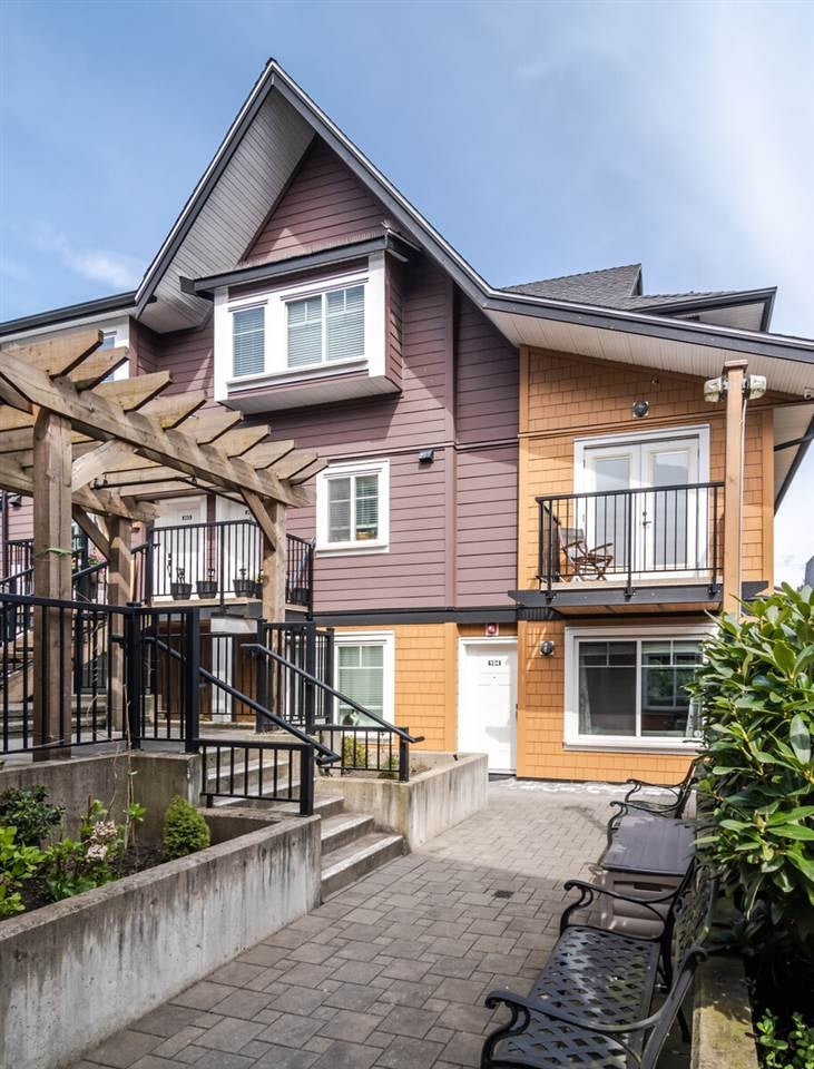 104 423 EIGHTH STREET - Uptown NW Townhouse for sale, 3 Bedrooms (R2562614)