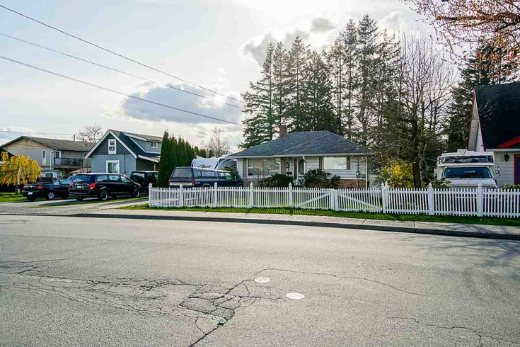 9825 YOUNG ROAD - Chilliwack N Yale-Well House/Single Family for sale, 4 Bedrooms (R2562803)