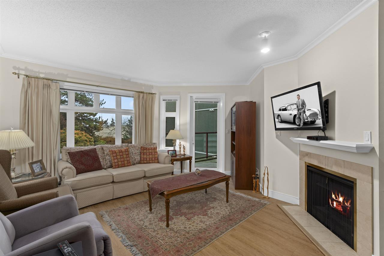 202 121 W 29TH STREET - Upper Lonsdale Apartment/Condo for sale, 2 Bedrooms (R2562812) - #1