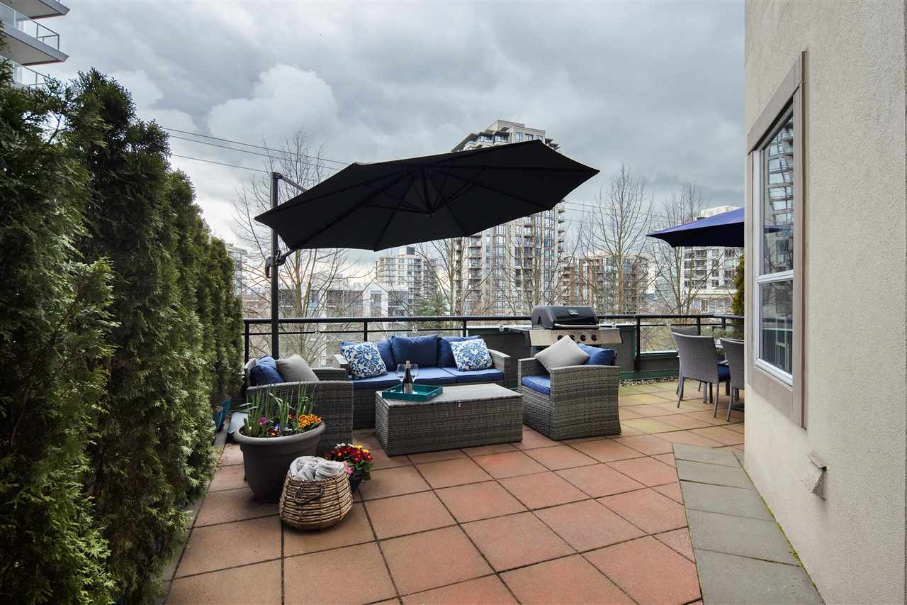 203 131 3RD STREET - Lower Lonsdale Apartment/Condo for sale, 2 Bedrooms (R2563883)