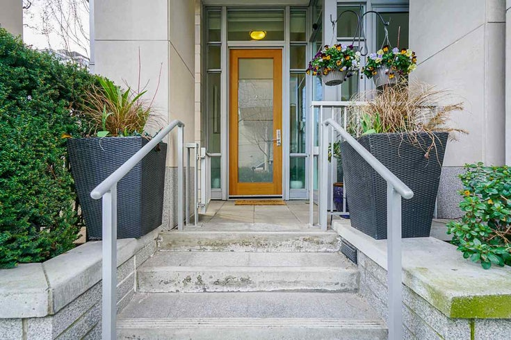 2 ATHLETES WAY - False Creek Townhouse for sale, 2 Bedrooms (R2564490)