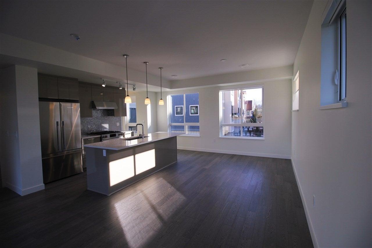 17 10233 RIVER DRIVE - Bridgeport RI Townhouse for sale, 3 Bedrooms (R2565947)