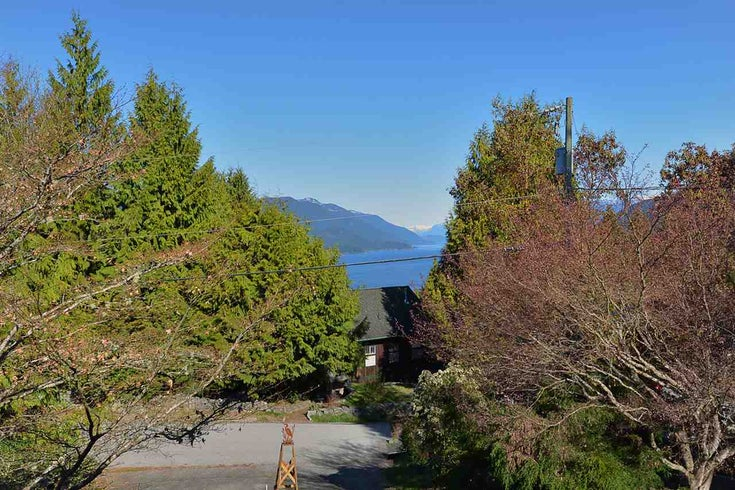 5827 SKOOKUMCHUK ROAD - Sechelt District House/Single Family for sale, 2 Bedrooms (R2567044)