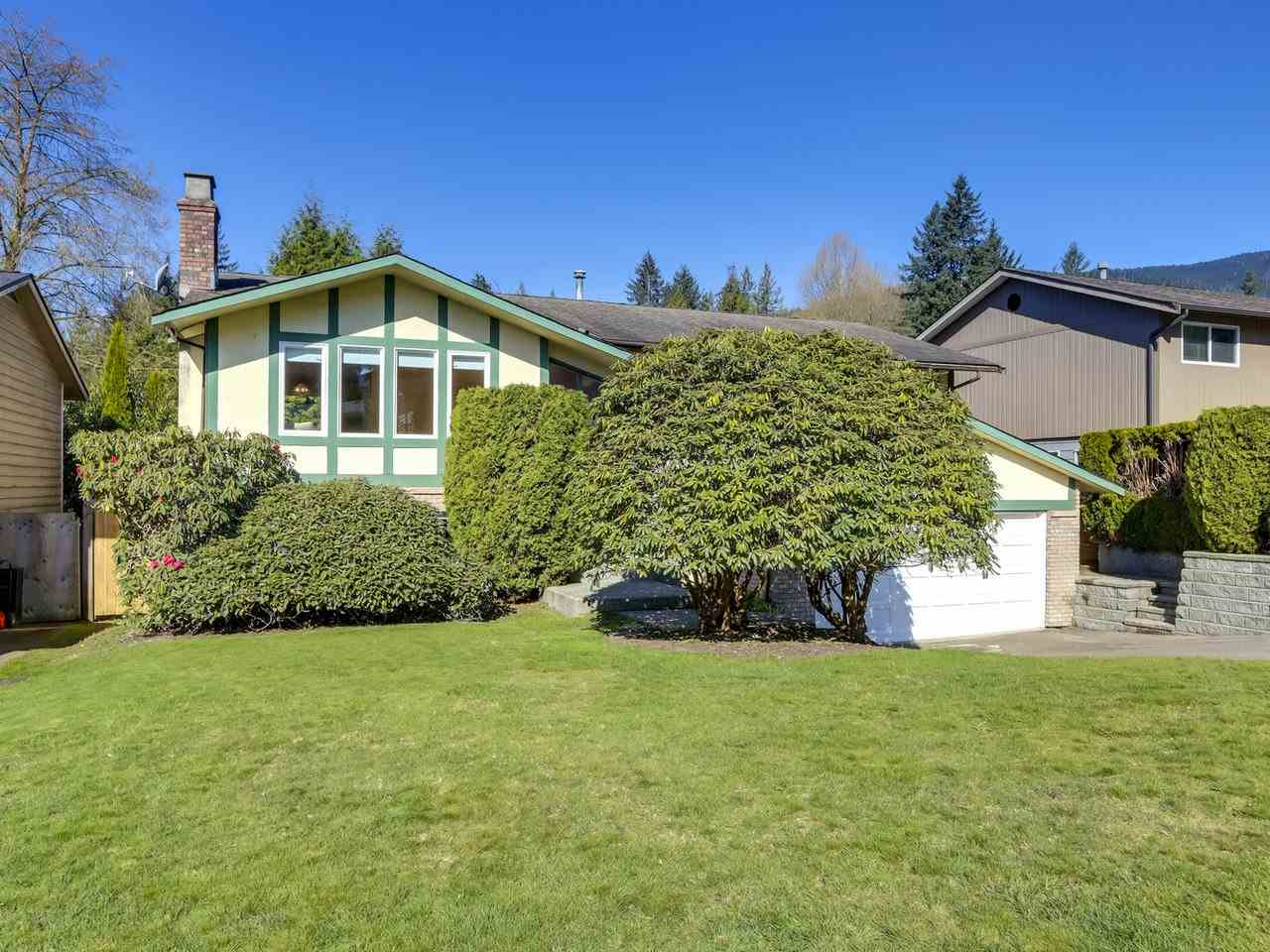 3857 LAWRENCE PLACE - Lynn Valley House/Single Family for sale, 4 Bedrooms (R2567318)