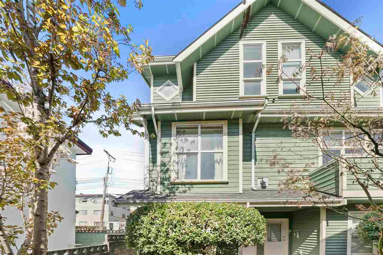 C 146 E 3RD STREET - Lower Lonsdale Townhouse for sale, 3 Bedrooms (R2567428) - #1