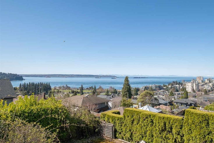 1030 ESQUIMALT AVENUE - Sentinel Hill House/Single Family for sale, 3 Bedrooms (R2568007)