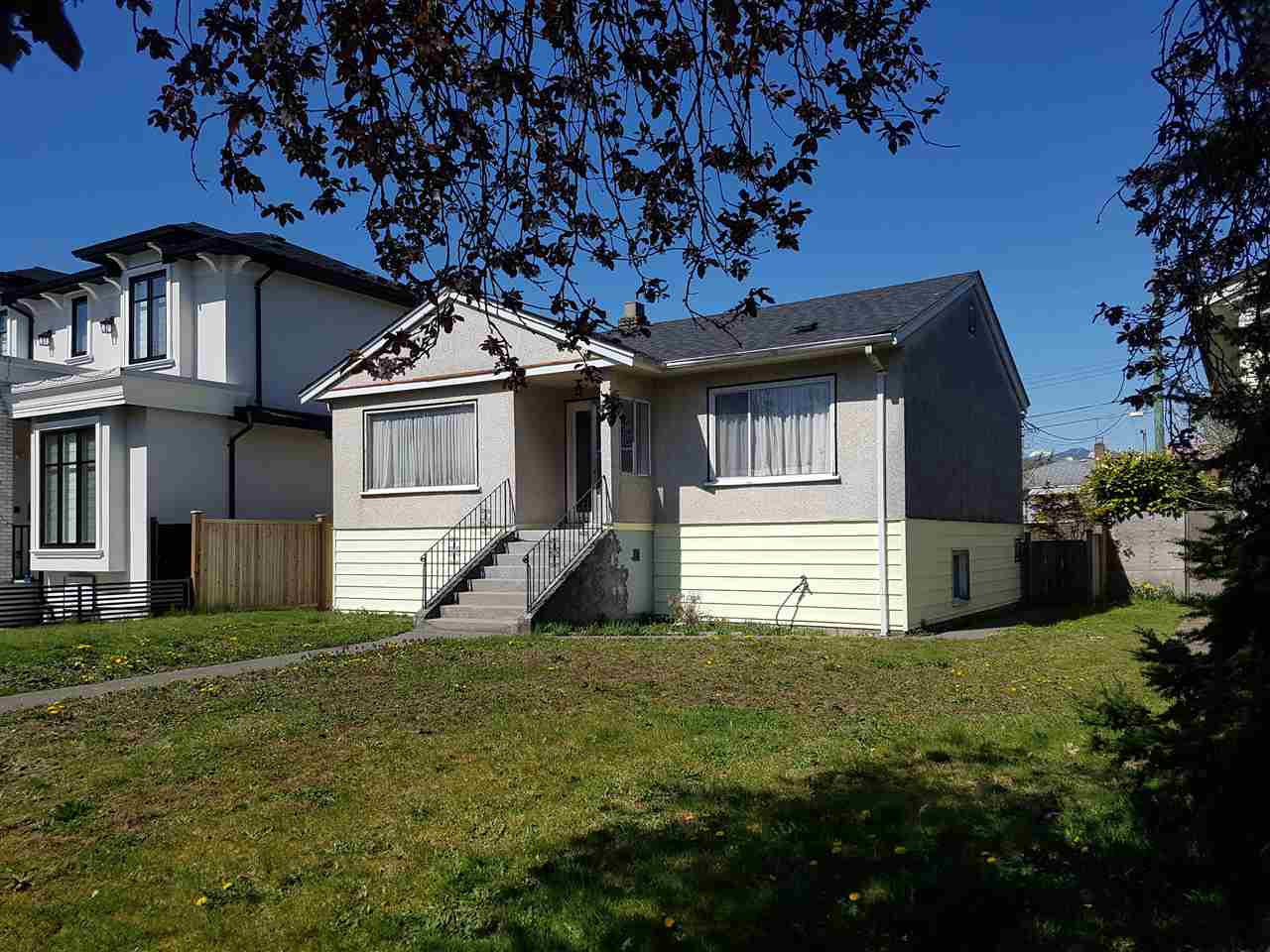 2563 E 16TH AVENUE - Renfrew Heights House/Single Family for sale, 3 Bedrooms (R2568299)