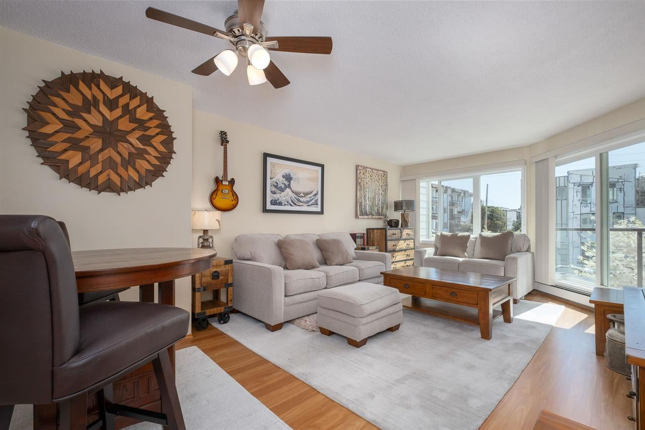 209 156 W 21ST STREET - Central Lonsdale Apartment/Condo for sale, 1 Bedroom (R2568828) - #1