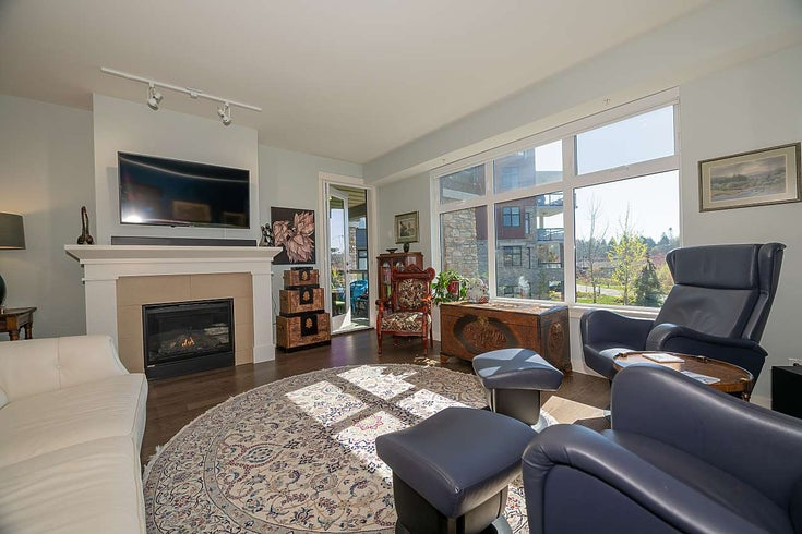 213 4977 SPRINGS BOULEVARD - Tsawwassen North Apartment/Condo for sale, 2 Bedrooms (R2569872)