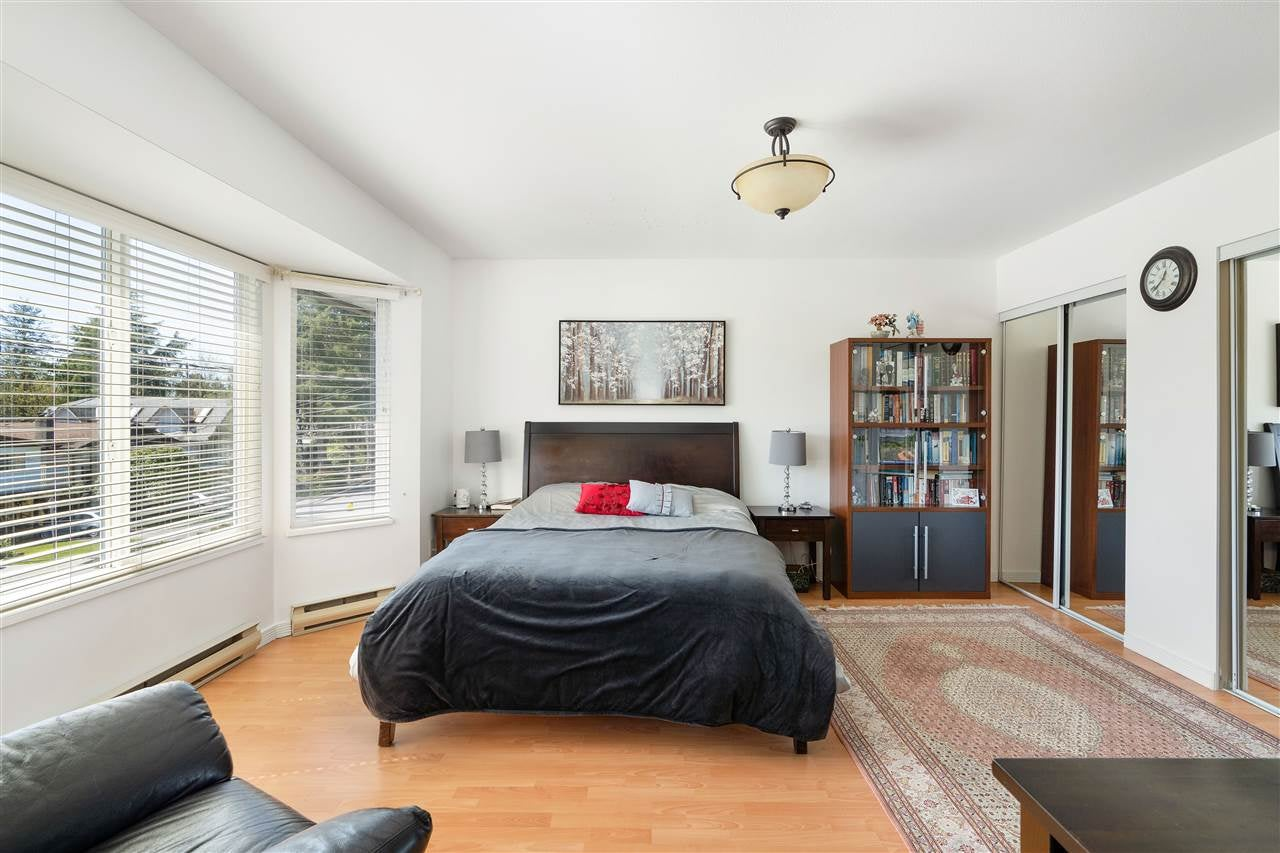 558 W 28TH STREET - Upper Lonsdale House/Single Family for sale, 5 Bedrooms (R2570833) - #20