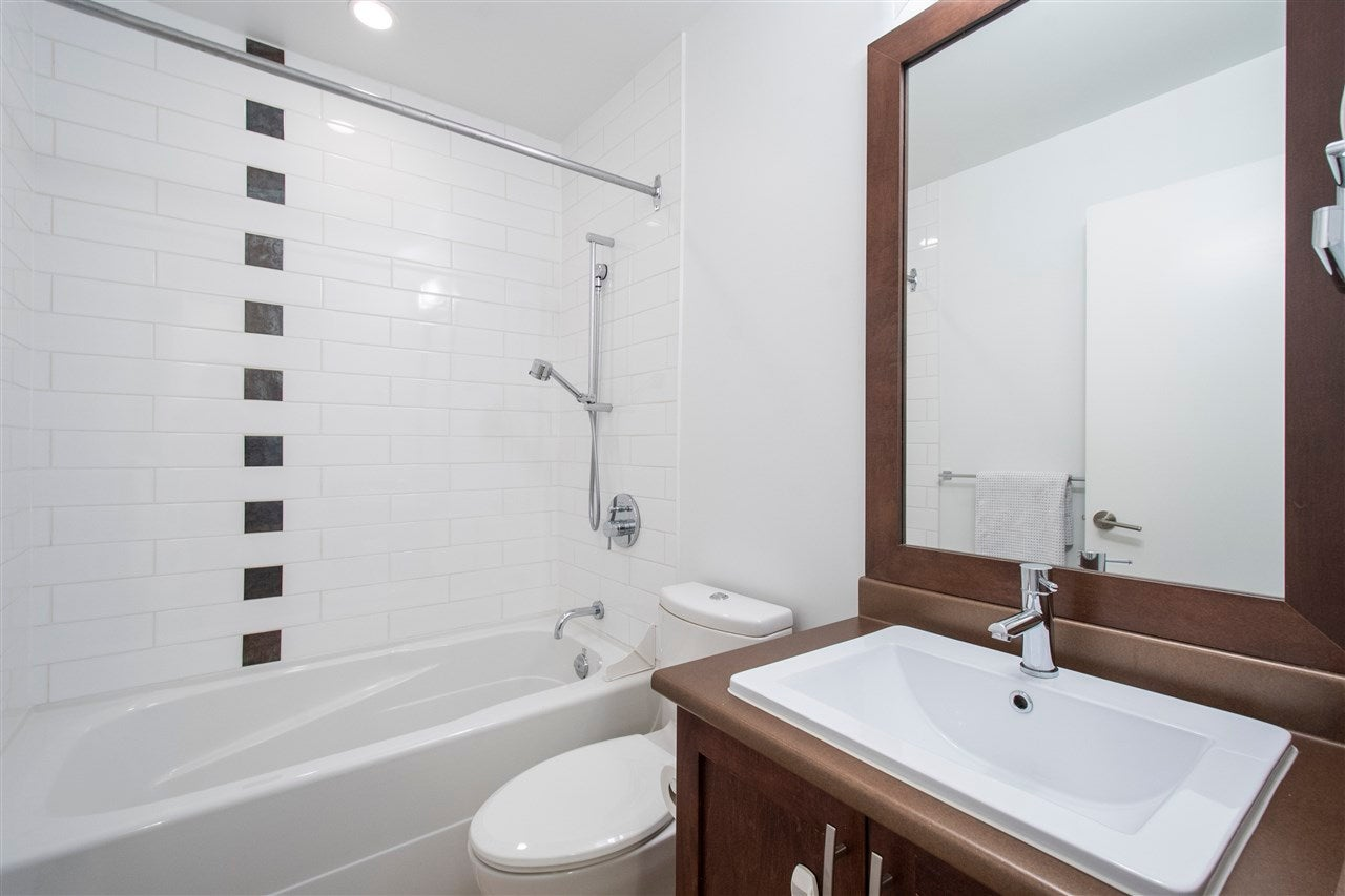 320 E 14TH STREET - Central Lonsdale Townhouse for sale, 3 Bedrooms (R2571301) - #18