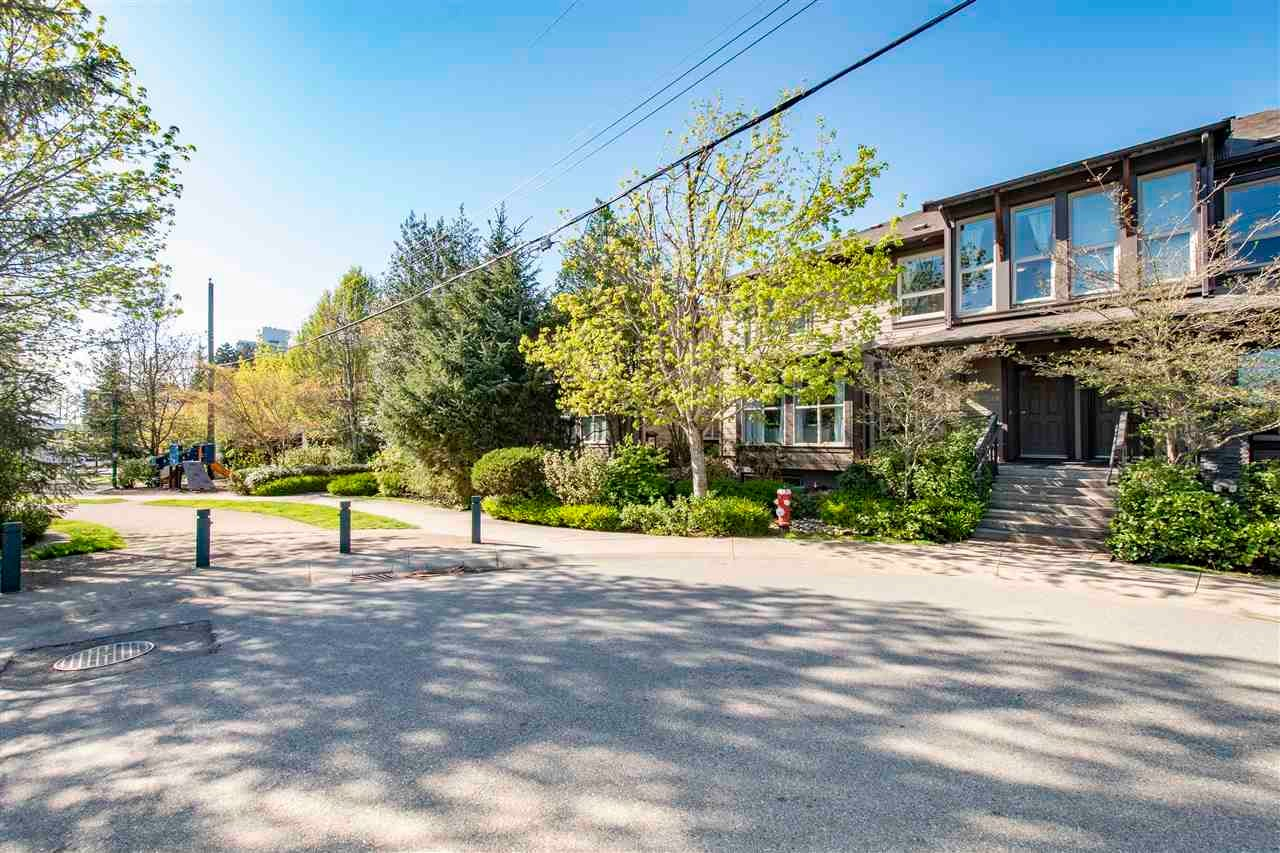 320 E 14TH STREET - Central Lonsdale Townhouse for sale, 3 Bedrooms (R2571301) - #2