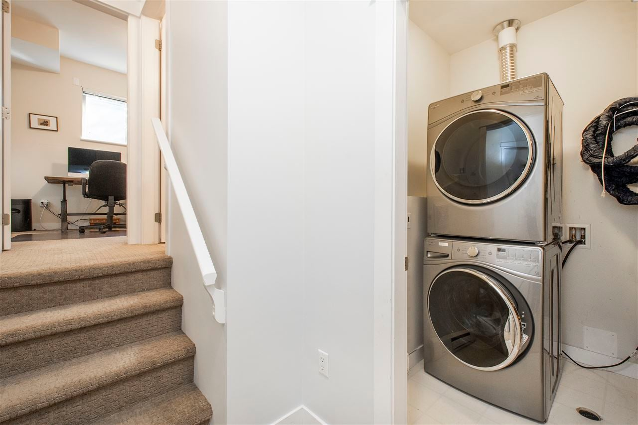 320 E 14TH STREET - Central Lonsdale Townhouse for sale, 3 Bedrooms (R2571301) - #20