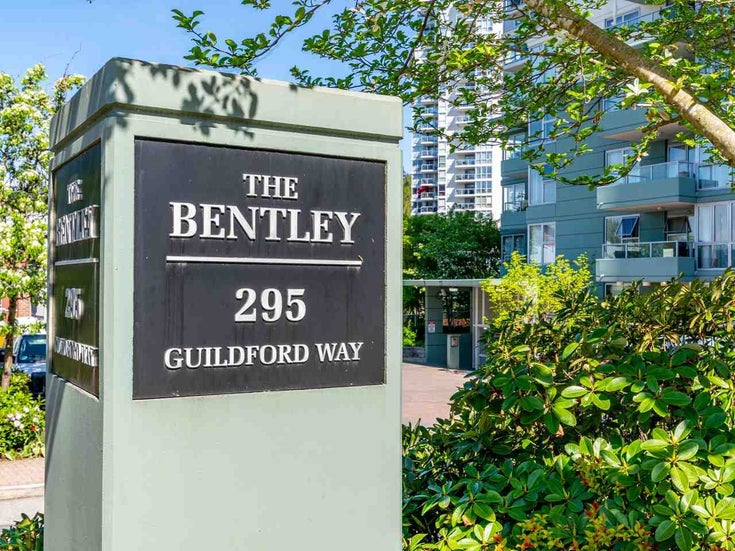 907 295 GUILDFORD WAY - North Shore Pt Moody Apartment/Condo for sale, 2 Bedrooms (R2571623)