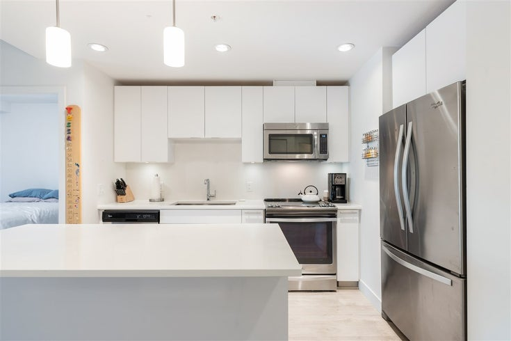225 723 W 3RD STREET - Harbourside Apartment/Condo for sale, 2 Bedrooms (R2571870)