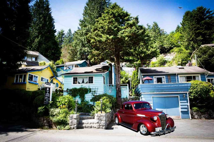 6583 NELSON AVENUE - Horseshoe Bay WV House/Single Family for sale, 1 Bedroom (R2572946)