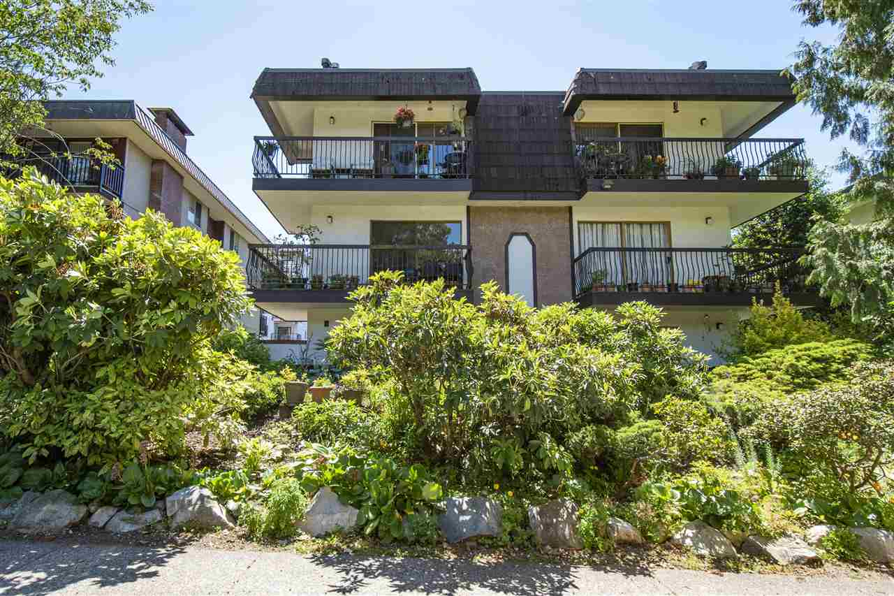 304 143 E 19TH STREET - Central Lonsdale Apartment/Condo for sale, 2 Bedrooms (R2573362) - #1
