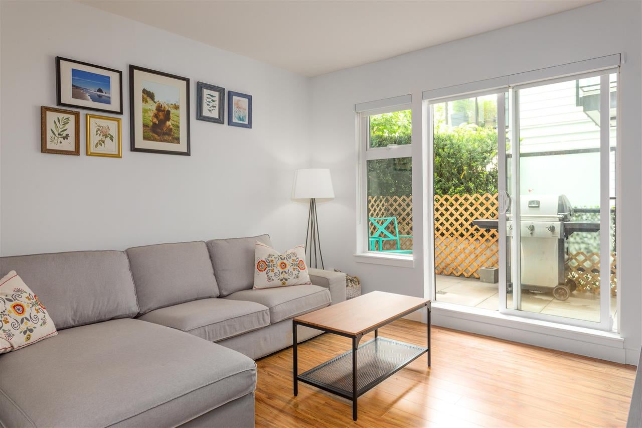 216 111 E 3RD STREET - Lower Lonsdale Apartment/Condo for sale, 1 Bedroom (R2574797) - #1