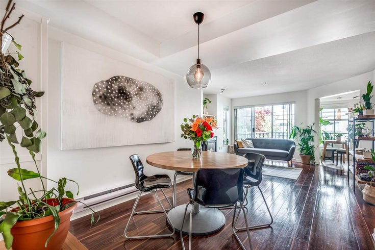 211 147 E 1ST STREET - Lower Lonsdale Apartment/Condo for sale, 2 Bedrooms (R2575314)