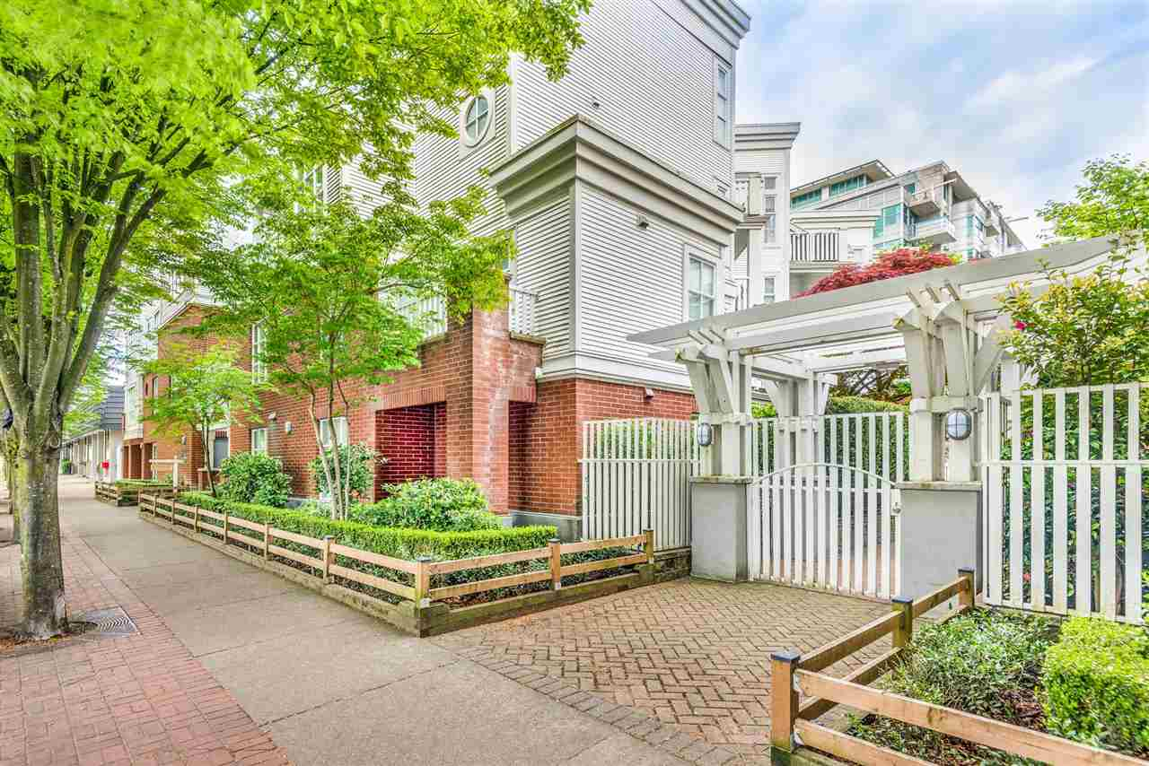 211 147 E 1ST STREET - Lower Lonsdale Apartment/Condo for sale, 2 Bedrooms (R2575314) - #23